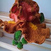 Брошь-булавка ручной работы. Ярмарка Мастеров - ручная работа Брошь Ирис , выполнена в технике тунисского вязания крючком. Handmade.