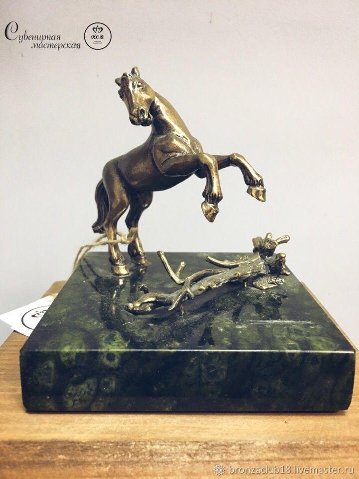Сувенирная мастерская К.С.В. Конь на дыбах. Лошадь. Из бронзы. Литье. Миниатюра.
