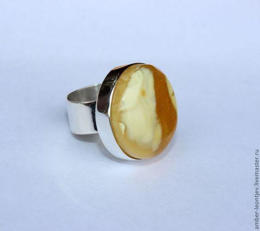 """Кольца ручной работы. Ярмарка Мастеров - ручная работа. Купить Кольцо """"круглое"""" из пейзажного янтаря желто-белого цвета. Handmade."""