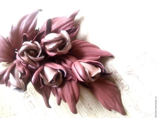 """Броши ручной работы. Ярмарка Мастеров - ручная работа. Купить Цветы из кожи. Брошь """" Бутонные розочки"""". Handmade."""