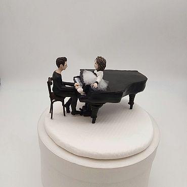 Куклы и игрушки ручной работы. Ярмарка Мастеров - ручная работа Куклы: портретные фигурки. Музыкант, рояль и девочка. Handmade.