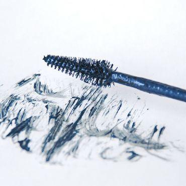 """Косметика ручной работы. Ярмарка Мастеров - ручная работа """"Синий бархат"""" переливающаяся синяя тушь для ресниц. Handmade."""