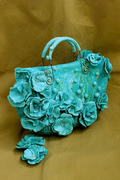 """Женские сумки ручной работы. Ярмарка Мастеров - ручная работа. Купить """" Blue dream"""" сумочка и броши из шелка и шерсти. Handmade."""