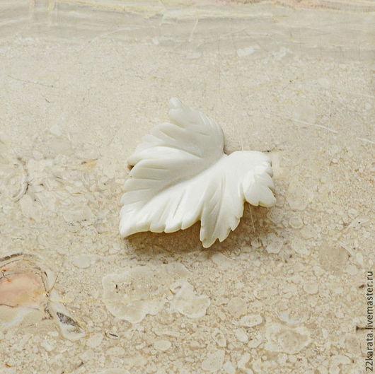 """Для украшений ручной работы. Ярмарка Мастеров - ручная работа. Купить Яшма белая """"Листик"""" № 85. Handmade. Белый"""