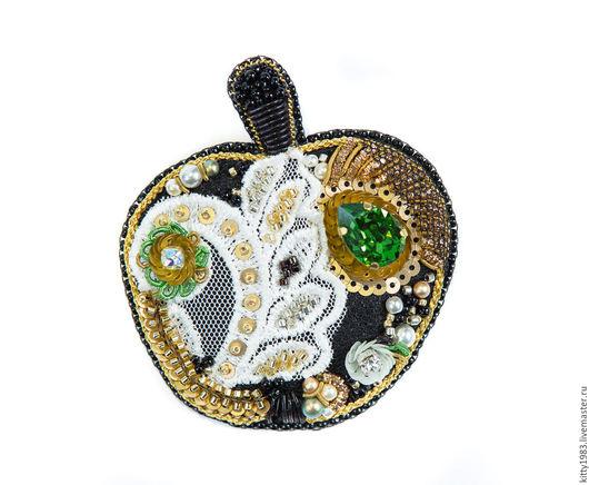 Броши ручной работы. Ярмарка Мастеров - ручная работа. Купить Брошь Спелое яблоко(брошь наливное яблоко,кружево,черный,черно-золотой. Handmade.