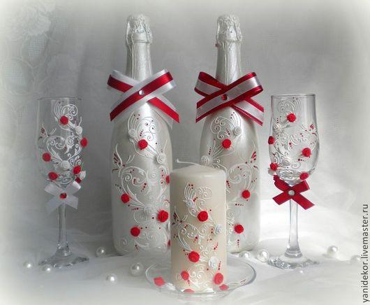 Свадебная бутылка, бокалы и свеча Красное и Белое. Свадебные аксессуары.Свадебные бокалы.Оформление свадебной бутылки и бокалов