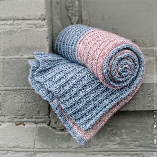 Шарфик ручной работы, связан на спицах, двухцветный - нежно голубой с розовым. Шерстяной с ниткой бамбука и мохером, тёплый уютный женственный. Широкий длинный, особенно подходит блондинкам ) Отличный