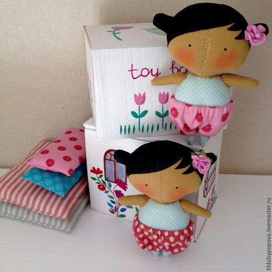 Кукольный дом ручной работы. Ярмарка Мастеров - ручная работа. Купить Малышка Тильда в домике коробочке новая коллекция Tilda's Toy Box. Handmade.