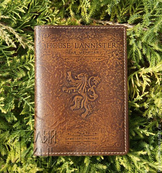 Обложка на паспорт House LANNISTER по мотивам сериала Игра престолов — качественная ручная работа и прекрасный подарок по любому поводу.