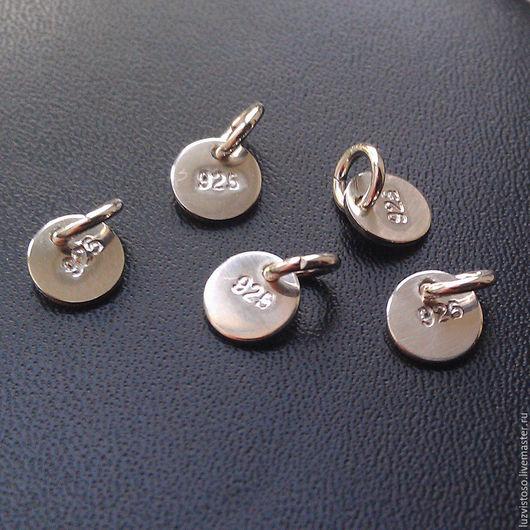 Серебряная бирка для украшений из серебра 925 пробы. Проставлено клеймо 925 и есть соединительное колечко. Диаметр бирки 5 мм. Цена - 20 руб. за штуку.