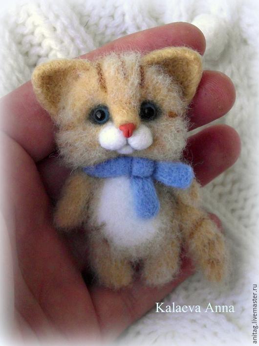 Броши ручной работы. Ярмарка Мастеров - ручная работа. Купить Котик в голубом шарфике,брошь. Handmade. Рыжий, кот брошь