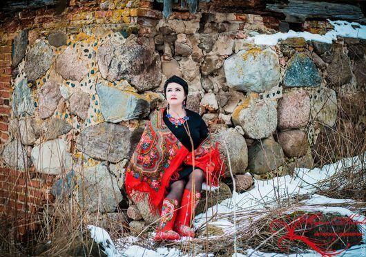 Мои валеночки к платку «Любава» на Марине Нахаевой (дизайнер украшений г.Смоленск), ее магазин  http://www.livemaster.ru/meriset-off