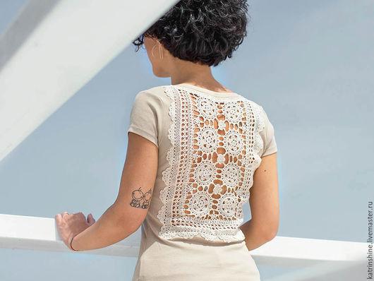 Футболки, майки ручной работы. Ярмарка Мастеров - ручная работа. Купить Бежевая футболка с ажурной аппликацией на спине Размер XS-S. Handmade.