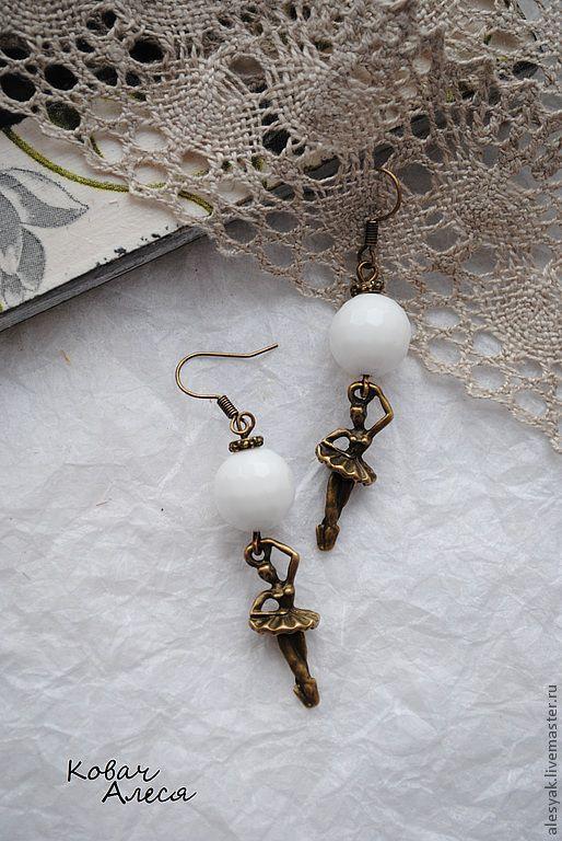 Серьги ручной работы. Ярмарка Мастеров - ручная работа. Купить Серьги натуральные камни агат белый Балерина винтаж. Handmade.