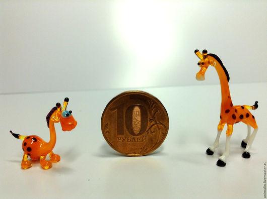 Статуэтки ручной работы. Ярмарка Мастеров - ручная работа. Купить Стеклянная микро фигурка жираф Вахмурка и Кржемелик. Handmade. Жираф
