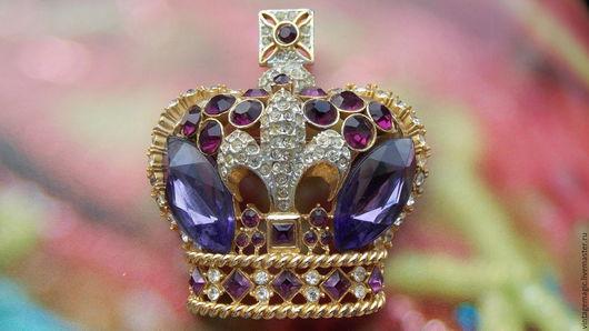 Брошь винтажная английская королевская корона  от BUTLER & WILSON. Очень редкое раритетное украшение.  Изделие маркировано B&W  и имеет серийный номер.