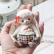 Куклы и игрушки ручной работы. Ярмарка Мастеров - ручная работа Маленькая зайка с морковкой. Handmade.