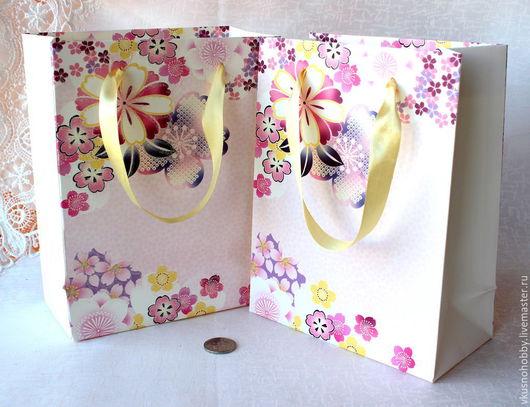 Упаковка ручной работы. Ярмарка Мастеров - ручная работа. Купить Пакет Цветы, с блестками 23х18х9 см. Handmade. Для сувениров