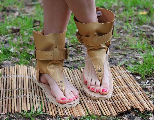 Обувь ручной работы. Ярмарка Мастеров - ручная работа. Купить Сандалии через палец высокие из кожи Золотые. Handmade. Ботфорты