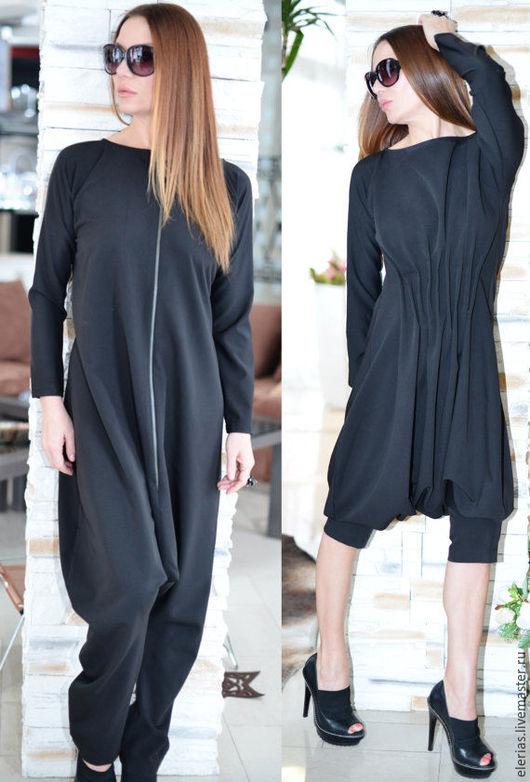 Черный комбинезон. Комбинезон с молнией и складками. Модная одежда.