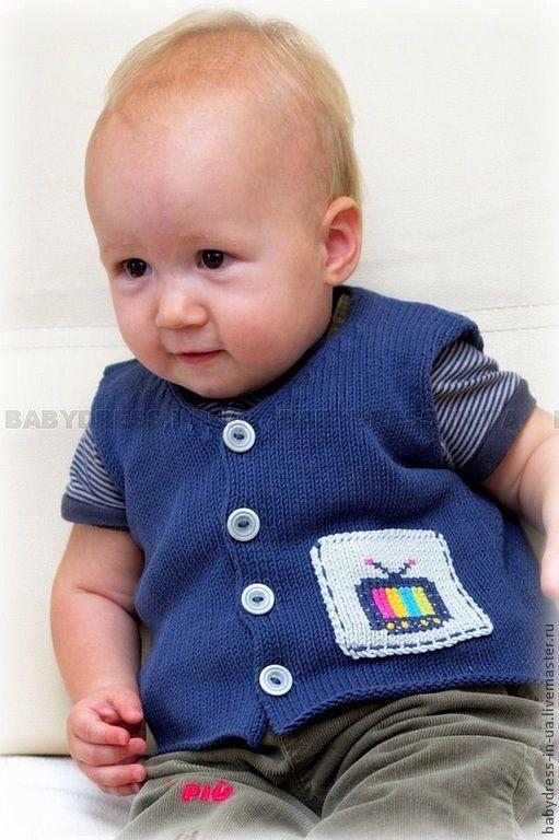 Вязаная жилетка для мальчика