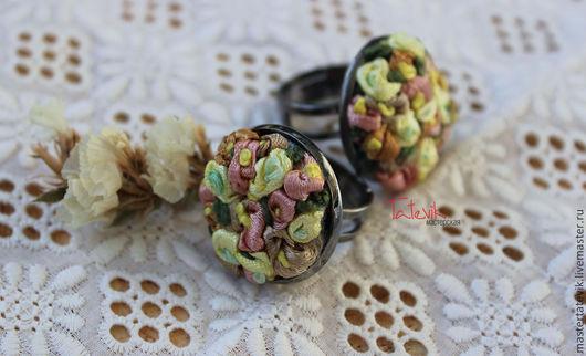 """Кольца ручной работы. Ярмарка Мастеров - ручная работа. Купить Колечко """"Весенние цветы"""" вышивка. Handmade. Кремовый, медальон для фотографии"""
