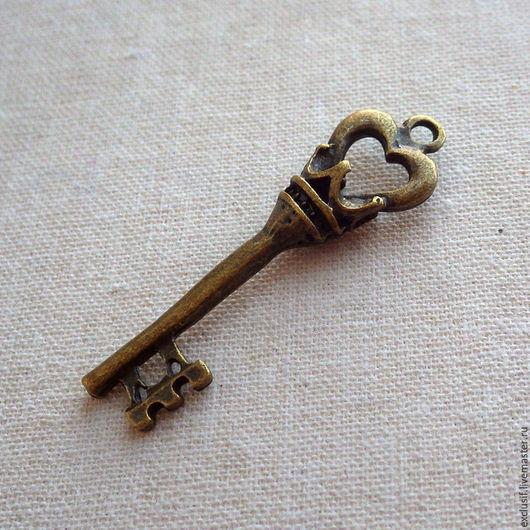 Фурнитура для создания украшений. Ключ с короной винтажный. Подвеска для кулона в виде ключа. Цвет ключа античная бронза. Ключ двусторонний. Купить ключ винтажный с короной