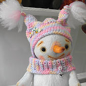 Куклы и игрушки ручной работы. Ярмарка Мастеров - ручная работа Плюшевый снеговичок-девочка. Handmade.