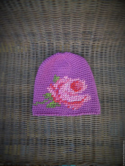 Фиолетовая с розовой розой. Вышивка нежными ниточками хлопка