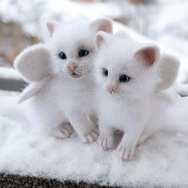Куклы и игрушки ручной работы. Ярмарка Мастеров - ручная работа Снег и Снежа. Валяные белоснежные крылатые котята. Handmade.
