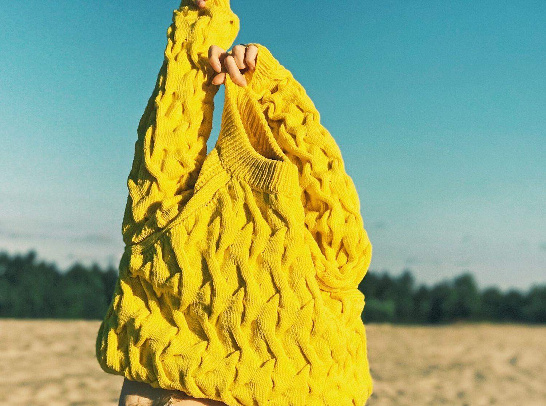 Свитер желтый с косами. Свитер реглан. Вязаный свитер ...