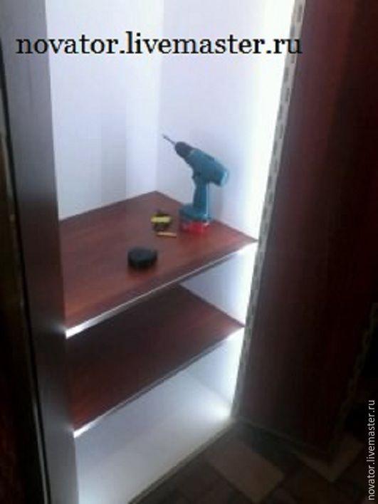 Шкаф распашной с диодной подсветкой при открывании.Для кумы Александра строителя катеджей.