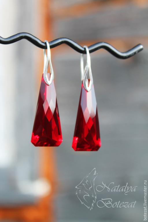 Серьги с крупными большими ювелирными камнями красными гранеными топазами на монолитных крючках серебра 925 пробы. Подарок маме подруге женщине коллеге купить