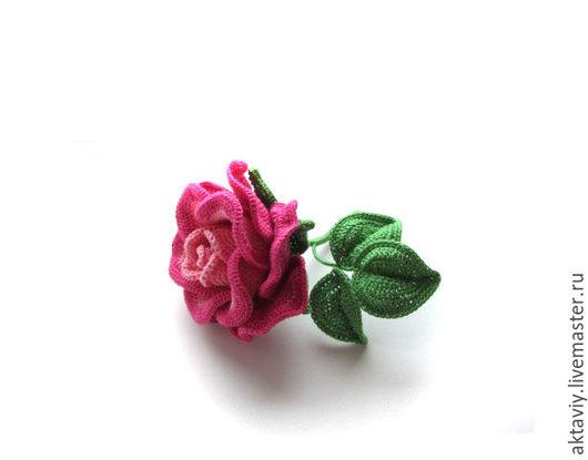 Броши ручной работы. Ярмарка Мастеров - ручная работа. Купить Брошь - Розовая роза. Handmade. Роза, мода, вязаная брошь