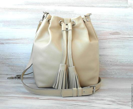 Женские сумки ручной работы. Ярмарка Мастеров - ручная работа. Купить Кожаная сумка торба на плечо. Бежевый, кремовый, молочный.. Handmade.