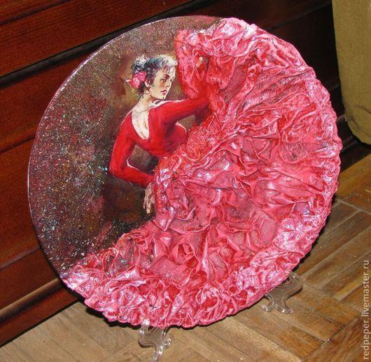 """Подвески ручной работы. Ярмарка Мастеров - ручная работа. Купить Панно тарелка""""Страстный танец"""". Handmade. Ярко-красный, танец, декупаж"""