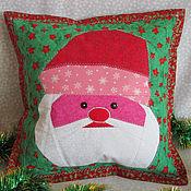 Для дома и интерьера ручной работы. Ярмарка Мастеров - ручная работа Лоскутная подушка Дед Мороз. Handmade.