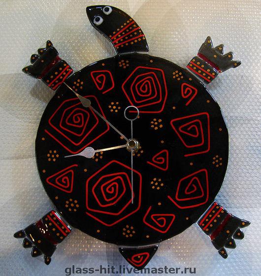 """Фьюзинг. Часы """" Красно-чёрная черепашка"""". Стекло. Прекрасное украшение для Вашего интерьера!"""