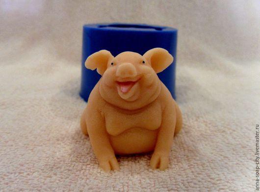 """Другие виды рукоделия ручной работы. Ярмарка Мастеров - ручная работа. Купить Силиконовая форма для мыла """"Свинка"""". Handmade."""