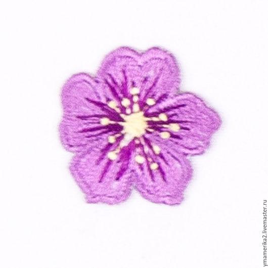 термонаклейка, термоаппликация сиреневый цветочек, отделка одежды  аппликация на ткани, детская одежда 066.0018