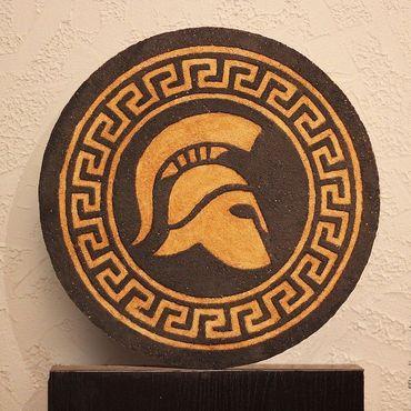 Картины и панно ручной работы. Ярмарка Мастеров - ручная работа Медальон из цветной штукатурки Греческий шлем. Handmade.