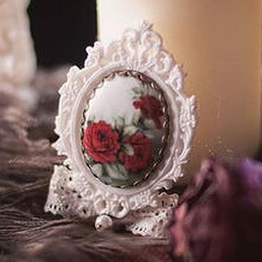 """Украшения ручной работы. Ярмарка Мастеров - ручная работа Винтажная брошь """"Красные розы в саду Версаля"""". Handmade."""