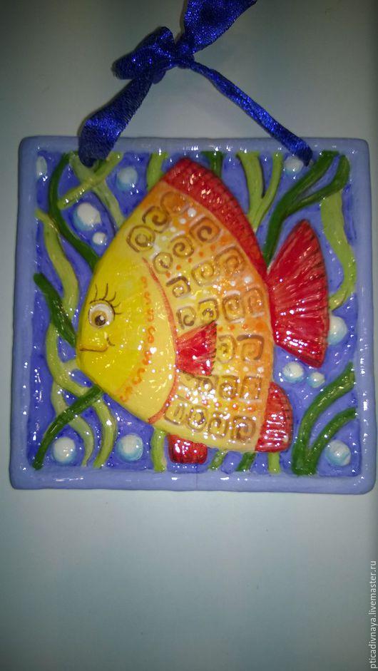 """Детская ручной работы. Ярмарка Мастеров - ручная работа. Купить Сувенир """" Рыбка с улыбкой"""". Handmade. Разноцветный, панно, обжиг"""