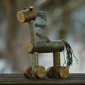 Куклы и игрушки ручной работы. Ярмарка Мастеров - ручная работа Деревянная лошадка-игрушка на колёсиках из веток. Handmade.