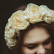 """Свадебный салон handmade. Livemaster - original item Ободок с пышными кремовыми розами, бусинами и кристаллами """"Vintage"""". Handmade."""
