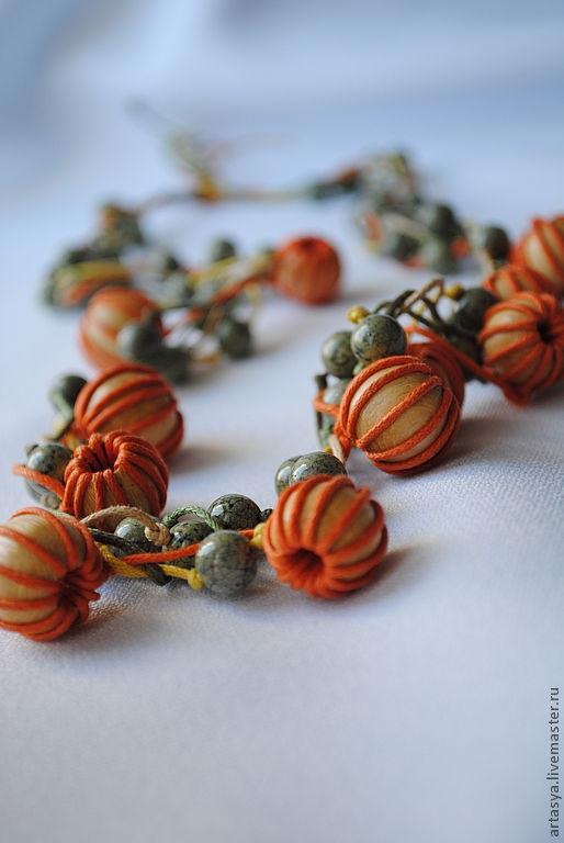 """Колье, бусы ручной работы. Ярмарка Мастеров - ручная работа. Купить бусы """"Тыквы"""". Handmade. Оранжевый, дерево, натуральные камни"""