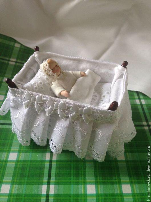 Куклы и игрушки ручной работы. Ярмарка Мастеров - ручная работа. Купить Комплект постельного белья в люльку 1:12. Handmade.