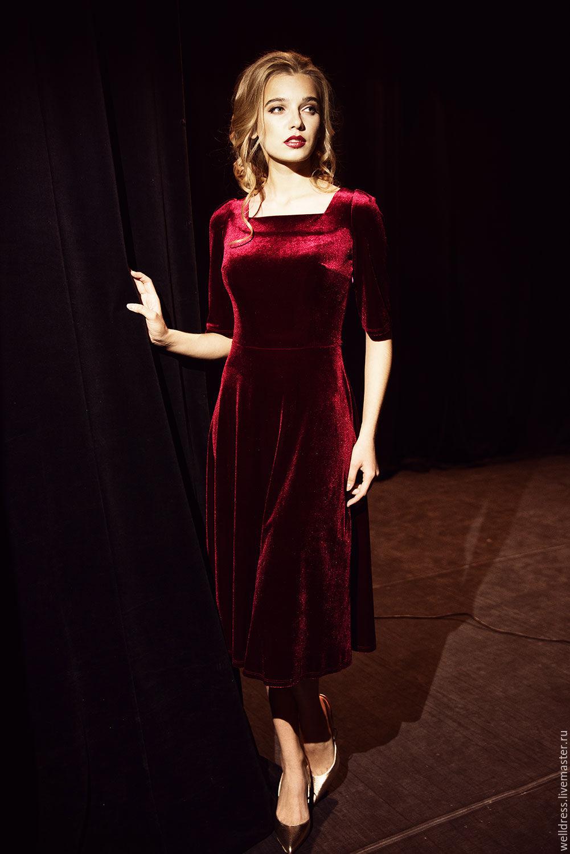 Бордовое платье из бархата