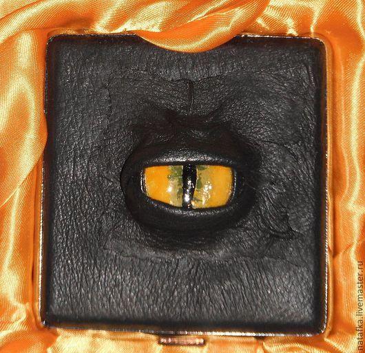 """Подарки на Хэллоуин ручной работы. Ярмарка Мастеров - ручная работа. Купить Портсигар """"Око дракона"""". Handmade. Черный, подарок, металлисту"""