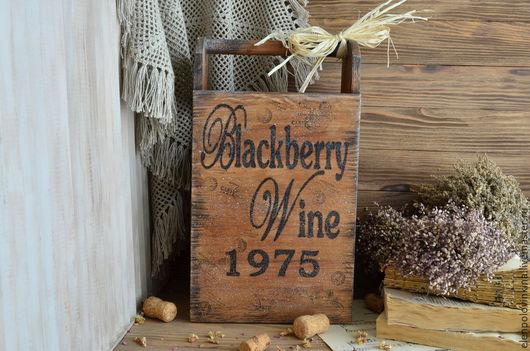 Мини-бар на три бутылки вина  /шампанское не входит/ в стиле старого кантри. Выполнен полностью из массива дуба.  Универсальное решение для домашней винотеки и декора кухни.